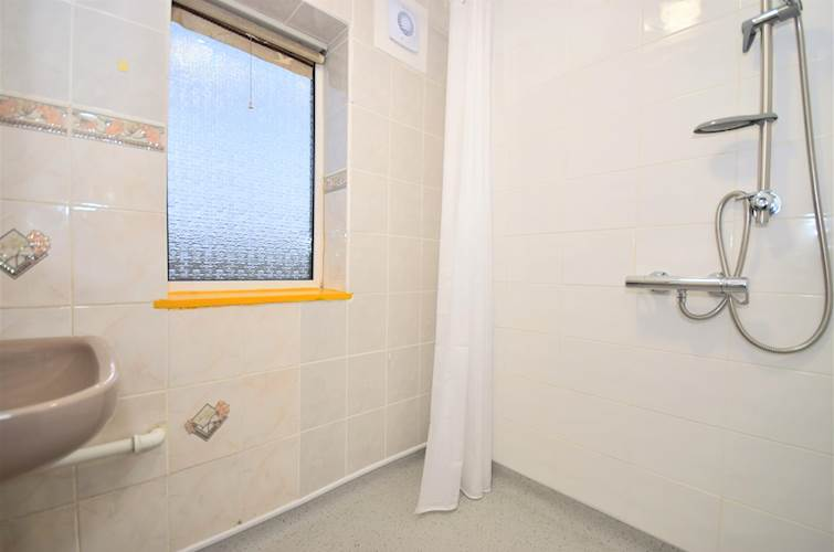 Wet Room - Picture 9 of 12